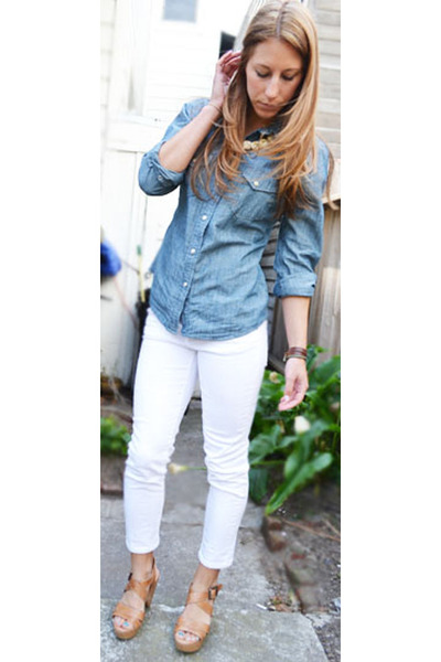 5 ways to wear a denim shirt lifestuffs for White pants denim shirt