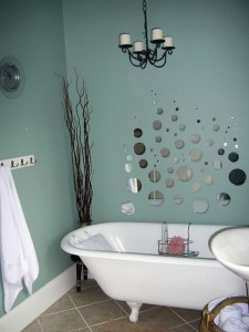 HGTV2497771-RMS_budget-bath-creative-bubbles_s3x4_lg