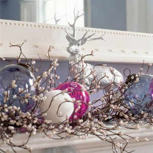 Modern-Christmas-mantelpiece-decorating-ideas-Christmas.jpg