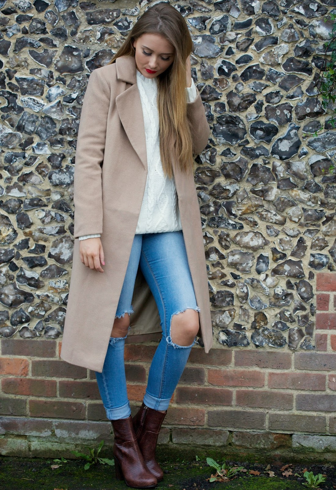Great ways to wear your ripped jeans in winter