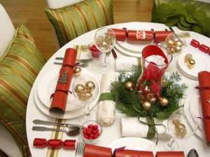 decorations-beautiful-new-years-eve-and-christmas-round-table-decorations-with-red-gifts-and-charming-garland-gorgeous-new-years-eve-table-decorations