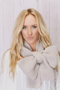 how-to-tie-winter-scarf-bow-tie