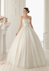 lace-strapless-ball-gown-elegant-wedding-dress