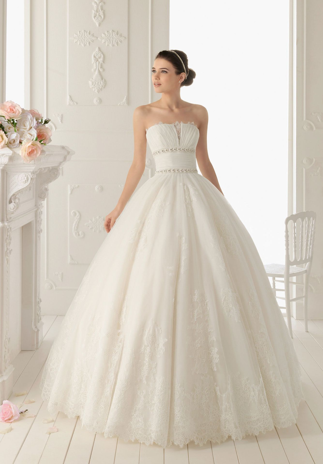Breathtaking find your dream wedding dress lifestuffs for Lace dresses for weddings