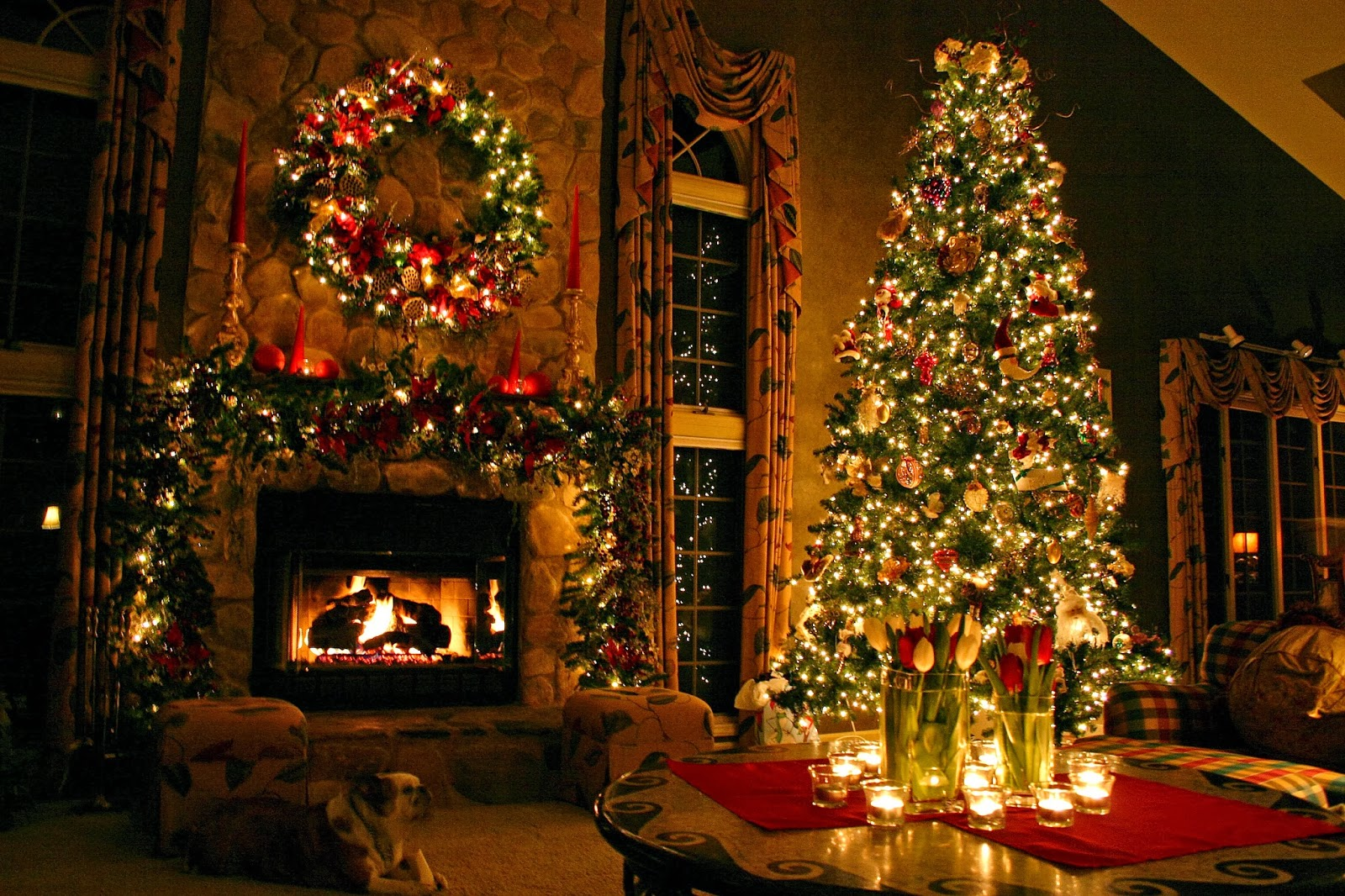 Simply elegant easy christmas decorating ideas lifestuffs for Christmas home decorations pictures