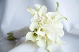 white_bridal_bouquet_1