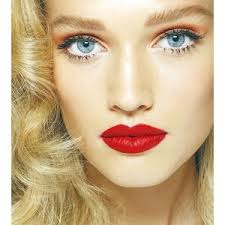 Red lipstick - How to look classy and elegant