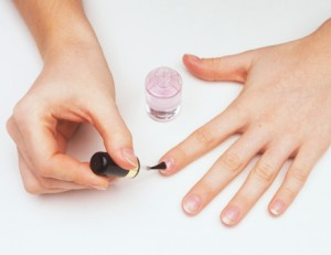 nailartlove-home-manicure-apply-base-coat