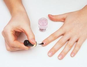 nailartlove-home-manicure-apply-base-coat