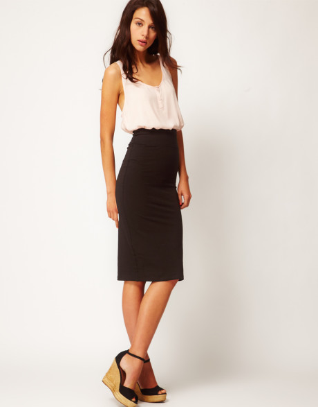 55 Amazing Pencil Skirt Outfit Ideas. What is a Pencil Skirt? A pencil skirt is a skirt with a narrow and straight cut. It reveals the figure of a woman as it hugs the curves of a woman's body. Office Pencil Skirt Outfit. Pencil Skirt, Black Top, Leather Blaser, Black Boots. Pencil Skirt, Plaid Shirt, Riding Boots, Pearls Outfit.