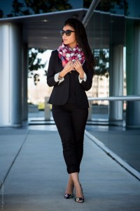 all-black-outfit-plaid-scarf