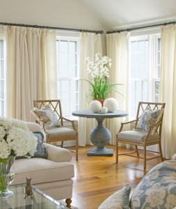 casual-light-beige-white-blue-living-room-inspiration