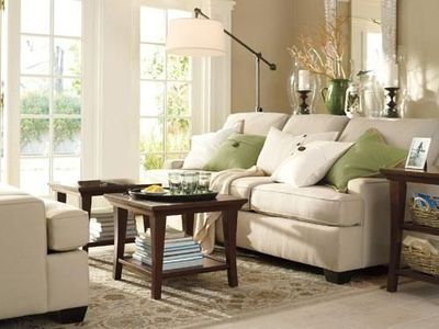 How to decorate a beige living room lifestuffs for Green and beige living room ideas