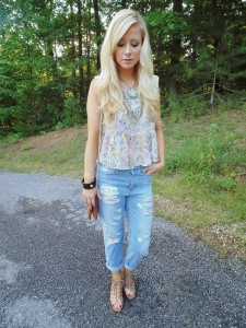 sleeveless-top-and-necklace-and-wedge-sandals-and-crossbody-bag-and-bracelet-and-boyfriend-jeans-original-3277