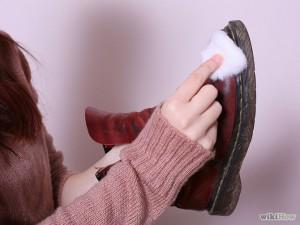 670px-Clean-Dr.-Martens-Shoes-Step-3-300x225