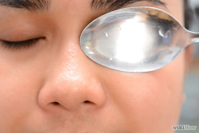 A few tricks to reduce puffy eyes and dark circles