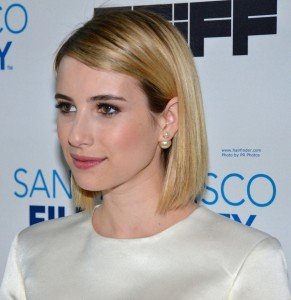 Emma-Roberts-Short-Thin-Hair-with-Sleek-Bob-915x943