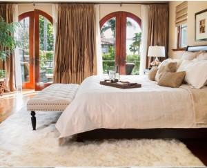bedroom-white-shaggy-rug