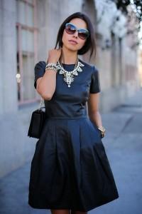 chunky-jewelry-with-black-dress-200x300