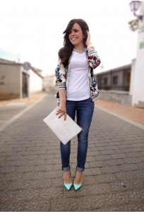 Casual-White-Tee-Outfit-Idea-with-Jeans