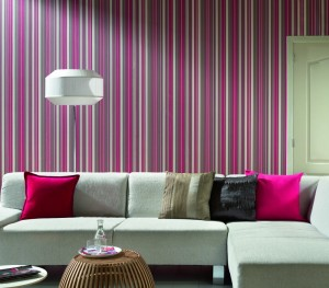 Neat-Elegant-Strip-Wallpaper-Living-Room-Design