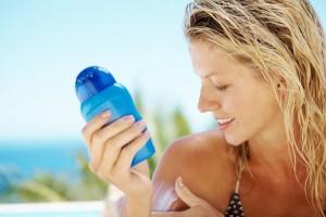 applying-sunscreen-at-beach