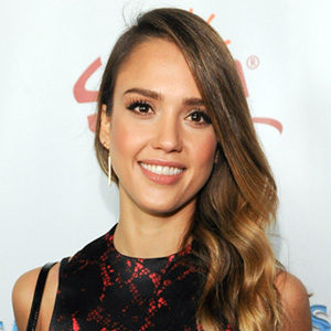 best-styles-for-your-face-shape-oval-jessica-alba