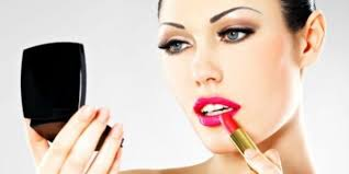 Summer makeup tips - How to keep your lipstick from smudging