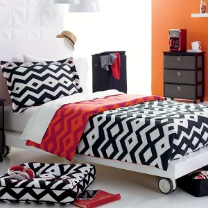 reversible-tribal-print-comforter-good-picture-nice-design-orange-color-picture-wall-bedroom-good-design-nice-red-pillows-good-nice