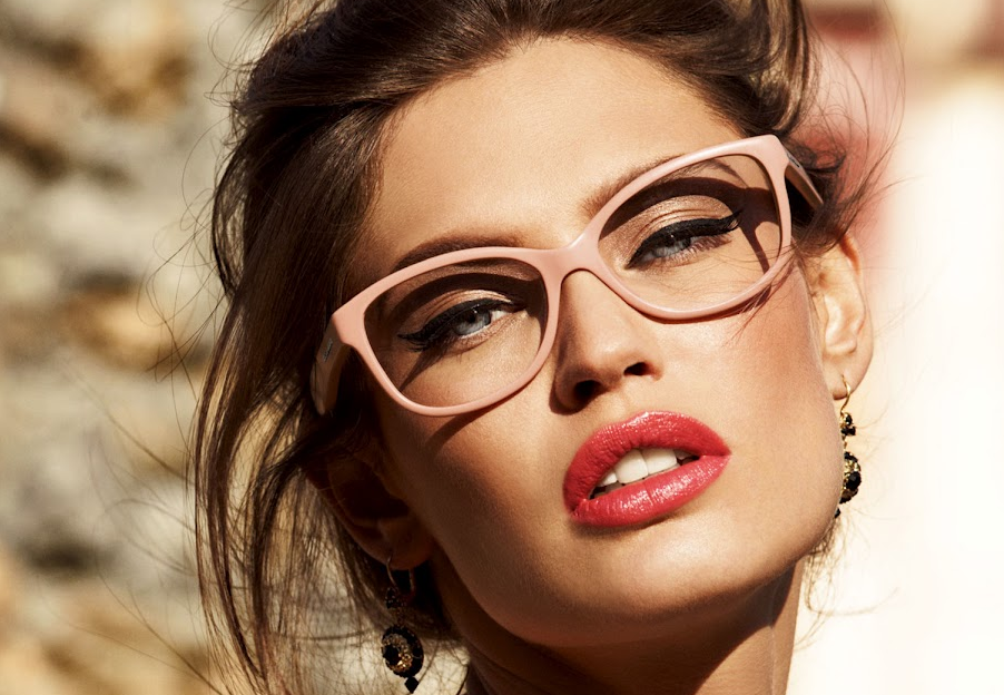 Interesting makeup tricks for girls with glasses