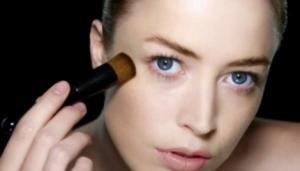 raquel-zimmermann-and-shiseido-perfect-foundation-brush-gallery