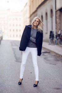 1-white-skinny-jeans-with-gray-sweater-and-navy-pea-coat-for-fall-and-winter