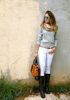 Chic outfits - Stylish ways to wear white jeans in fall