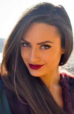 How to wear dark lipstick this fall