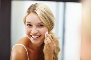 woman-applying-foundation-in-mirror