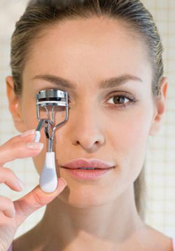 Are you using your eyelash curler correctly? 3 most common mistakes and how to avoid them